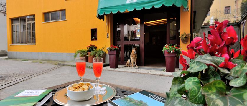 Hotel Trasimeno Entrance.jpg